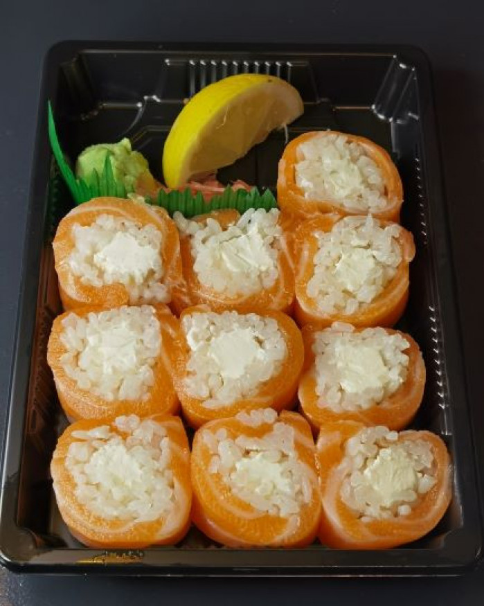S28. SAUMON ROLLS (saumon et fromage)
